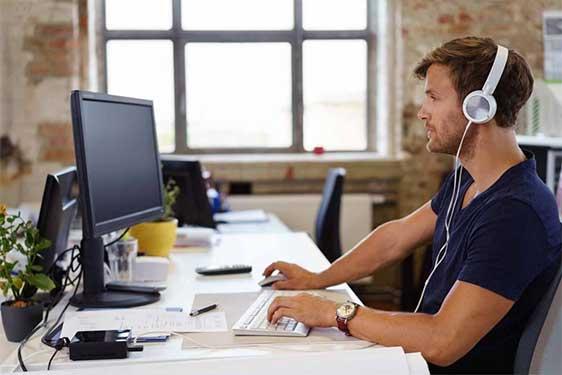 Top ausgebildeter Softwareentwickler der SPECTRUM für Ihr Unternehmen im Einsatz.