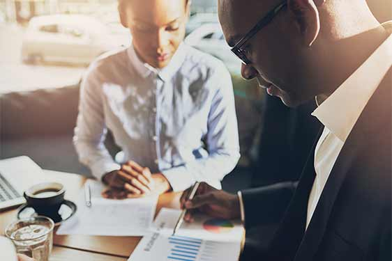 SPECTRUM Beraterin bei der Ergebnispräsentation in Ihrem Unternehmen