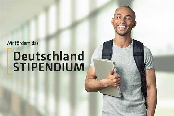 Student freut sich über Deutschlandstipendium